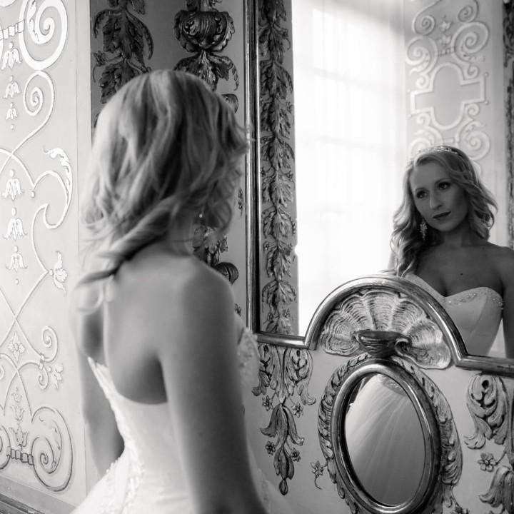 After-Wedding Fotoshooting im Brautkleid und Anzug auf Schloß Ludwigsburg