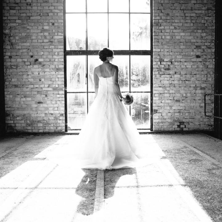 Hochzeitsfotos in einer stillgelegten Fabrik in Schwarzwald
